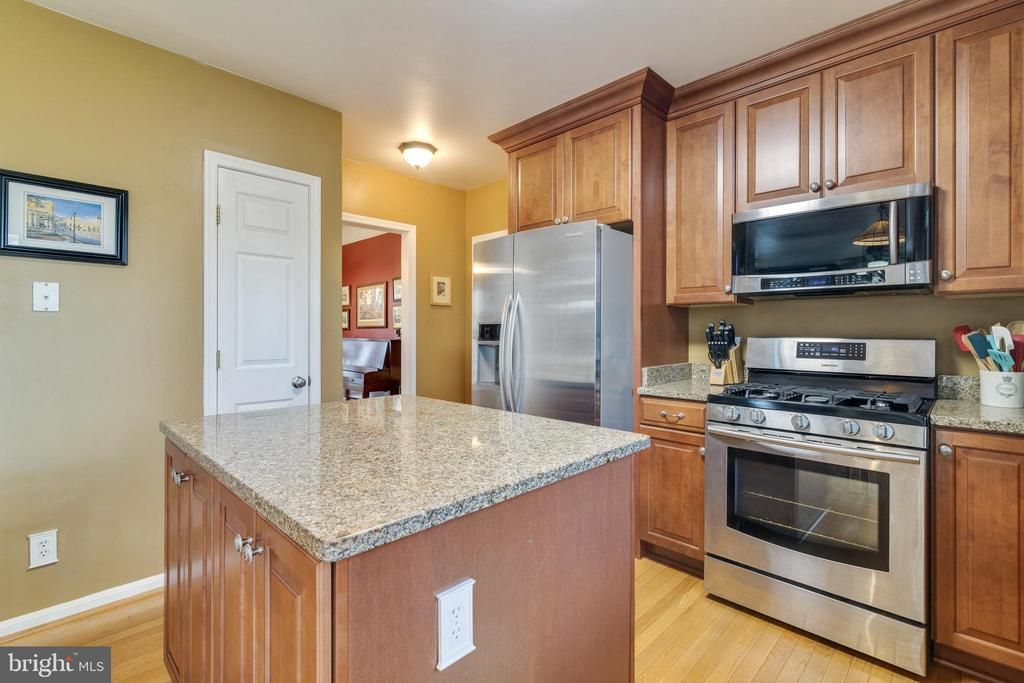 Kitchen Stainless Appliances - 14859 BUTTONWOOD CT, WOODBRIDGE