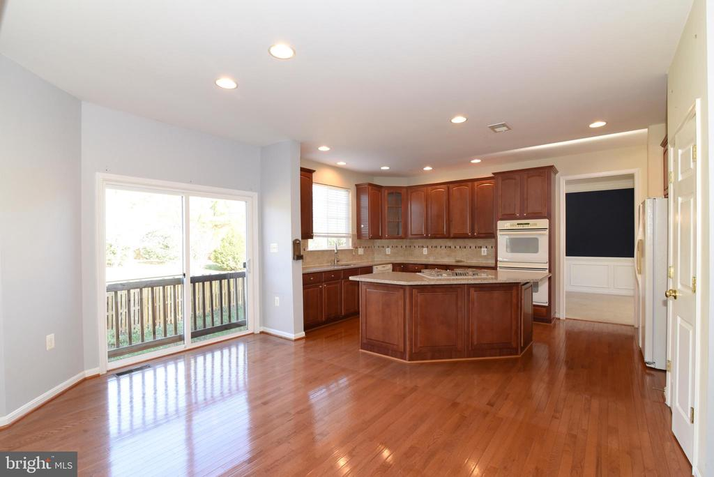 - 122 MUFFIN CT SE, LEESBURG