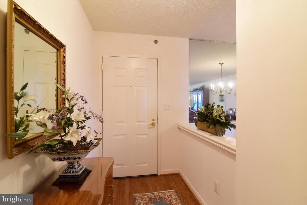 Entry foyer of unit 817 - 19385 CYPRESS RIDGE TER #817, LEESBURG
