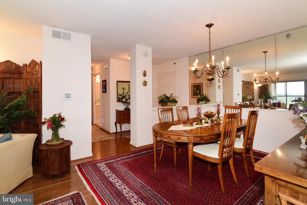 Dining room with mirror wall for added decor. - 19385 CYPRESS RIDGE TER #817, LEESBURG
