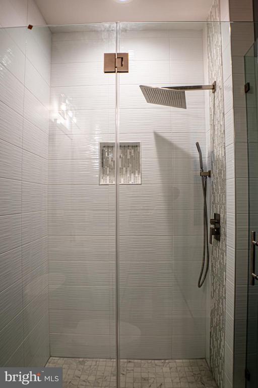 Bath #4 - 6614 EDSALL RD, SPRINGFIELD