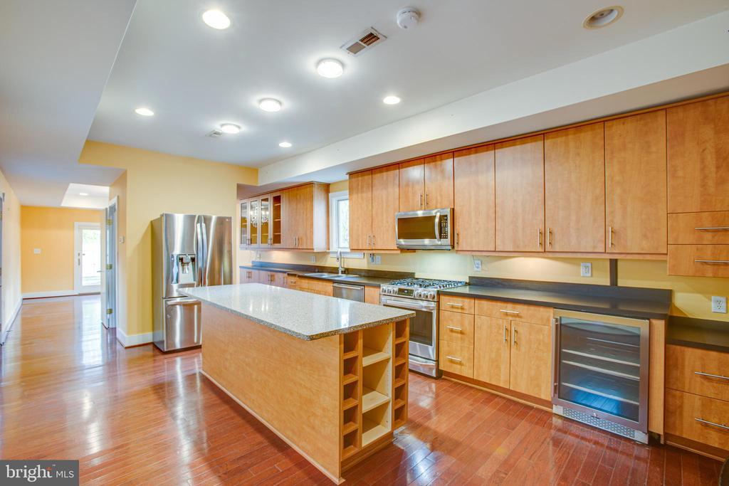 1113 Gourmet Kitchen with Island - 1113 CAROLINE ST, FREDERICKSBURG