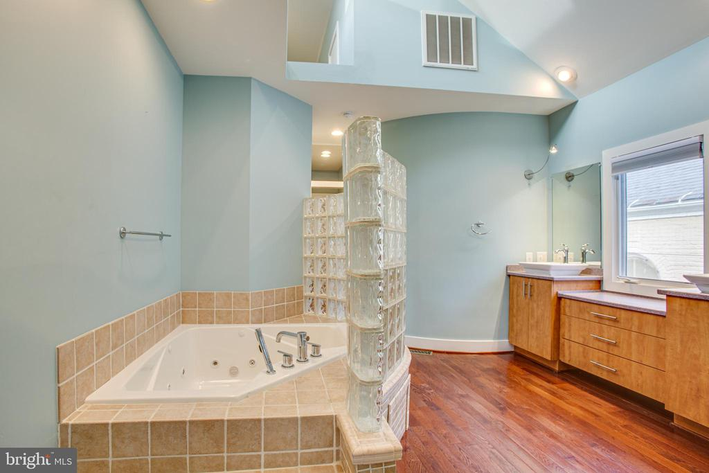 1113 Primary Suite Bath - 1113 CAROLINE ST, FREDERICKSBURG