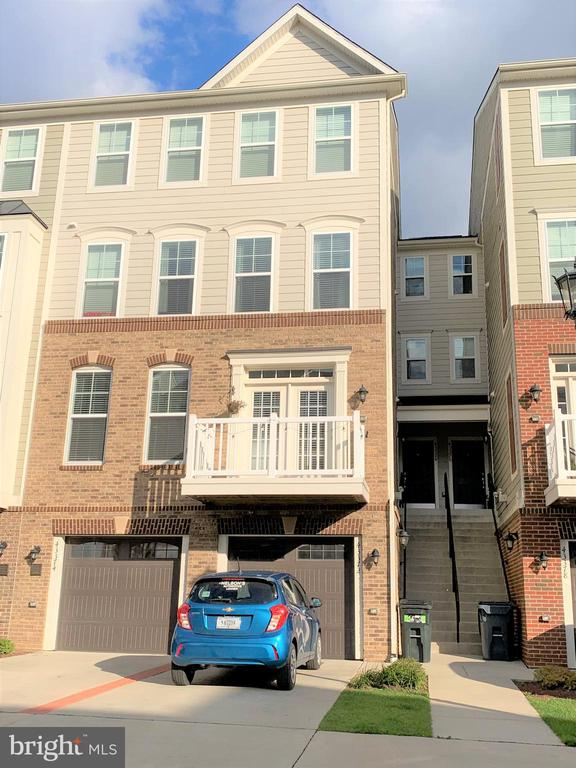Enter garage or take staircase to front door - 43374 TOWN GATE SQ, CHANTILLY