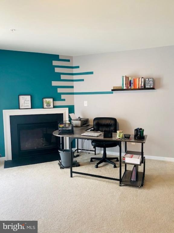 Gas fireplace in lower level recreation room - 43374 TOWN GATE SQ, CHANTILLY
