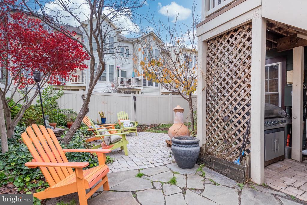 Stone patio in privateyard - 194 STAR VIOLET TER SE, LEESBURG
