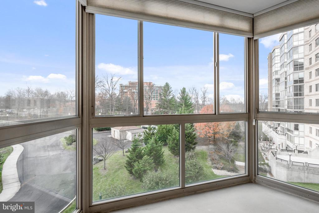 Relax and enjoy the view with your morning coffee! - 19355 CYPRESS RIDGE TER #405, LEESBURG