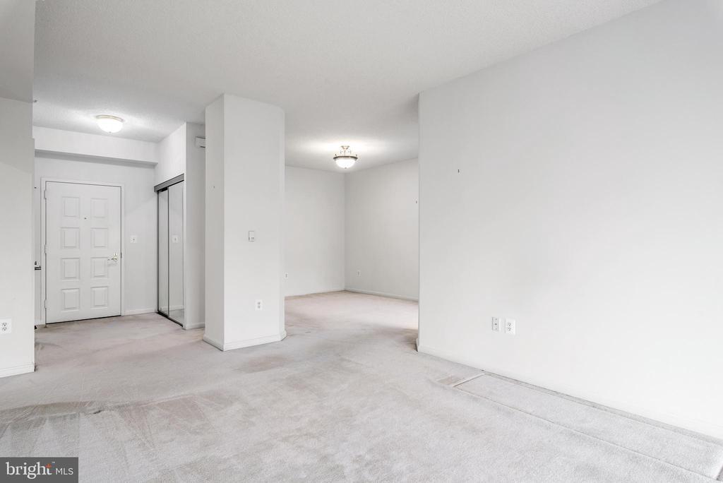 View of the open floor plan - 19355 CYPRESS RIDGE TER #405, LEESBURG