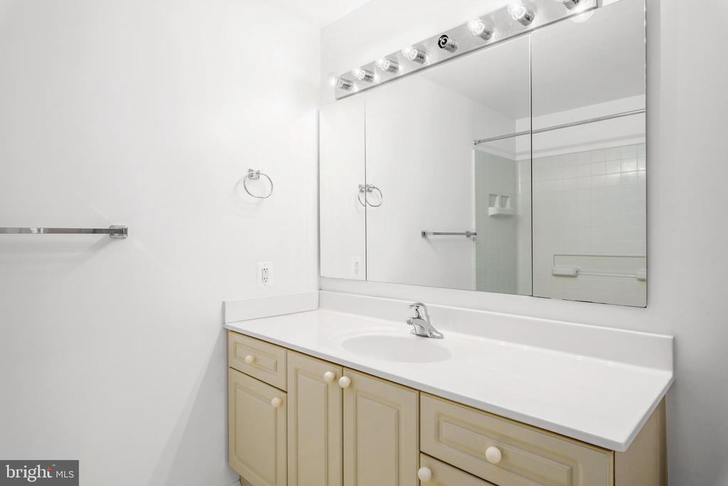 Bathroom - 19355 CYPRESS RIDGE TER #405, LEESBURG