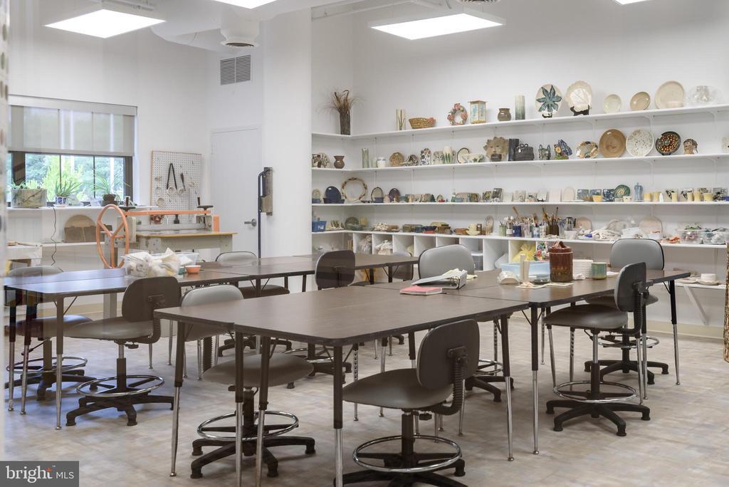 Ceramic studio in LW Clubhouse - 19355 CYPRESS RIDGE TER #405, LEESBURG