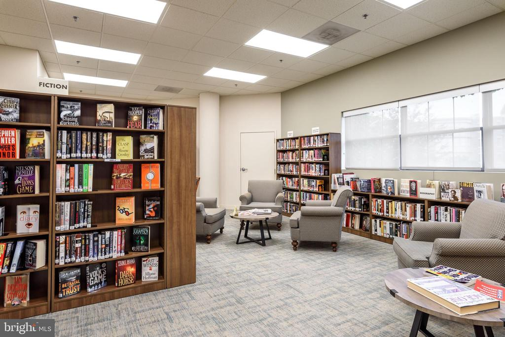 Library in LW Clubhouse - 19355 CYPRESS RIDGE TER #405, LEESBURG