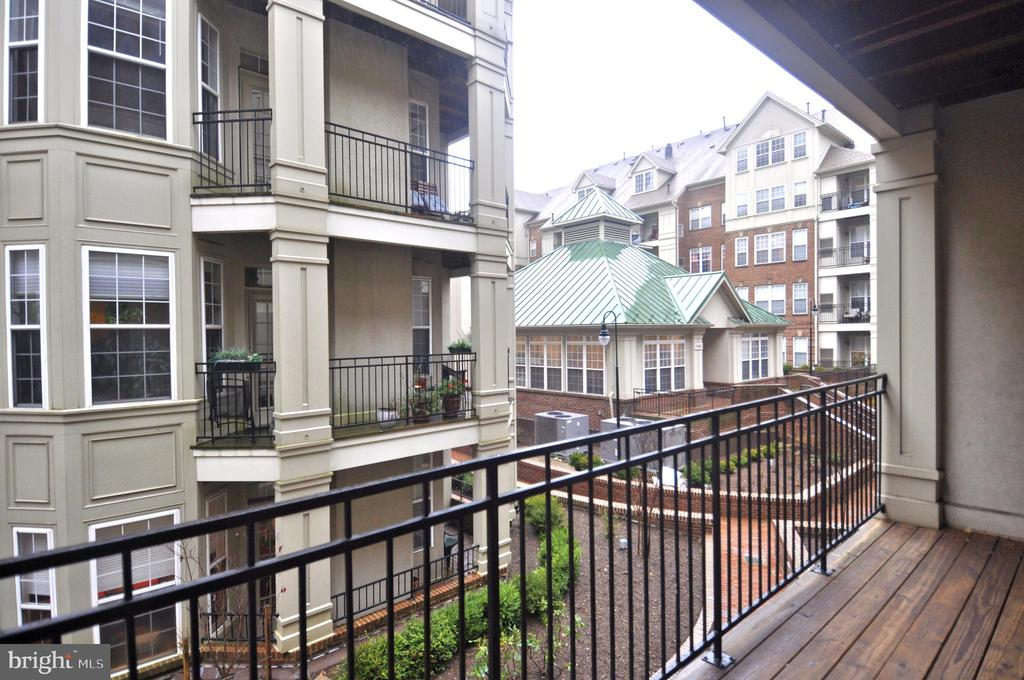 Large balcony overlooking community gardens - 2310 14TH ST N #205, ARLINGTON