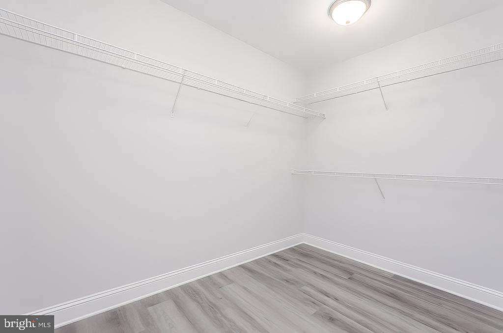 Walk In closet - 986 LOWER CLUBHOUSE DR, HARPERS FERRY