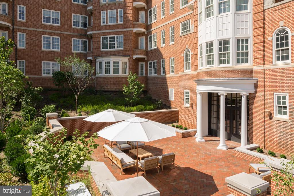 Tranquil Garden and Entertaining Space - 2660 CONNECTICUT AVE NW #6C, WASHINGTON