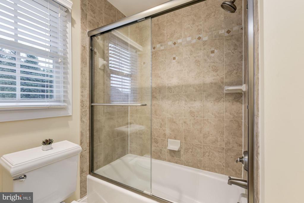 Dual Entry Bath - 24018 BURNT HILL RD, CLARKSBURG