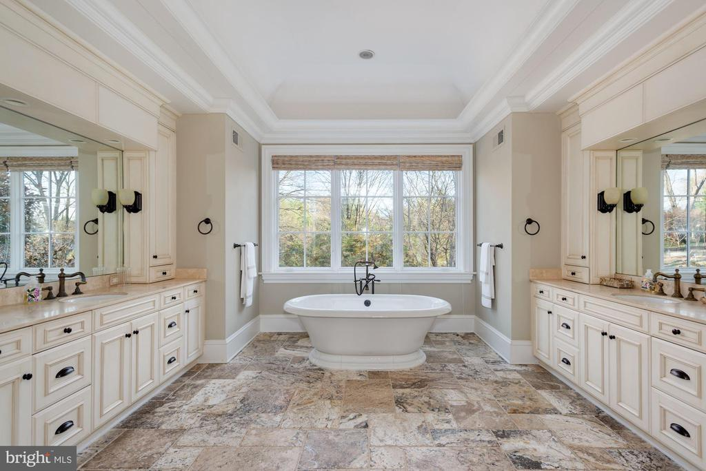 Luxury Bath - 6622 MALTA LN, MCLEAN