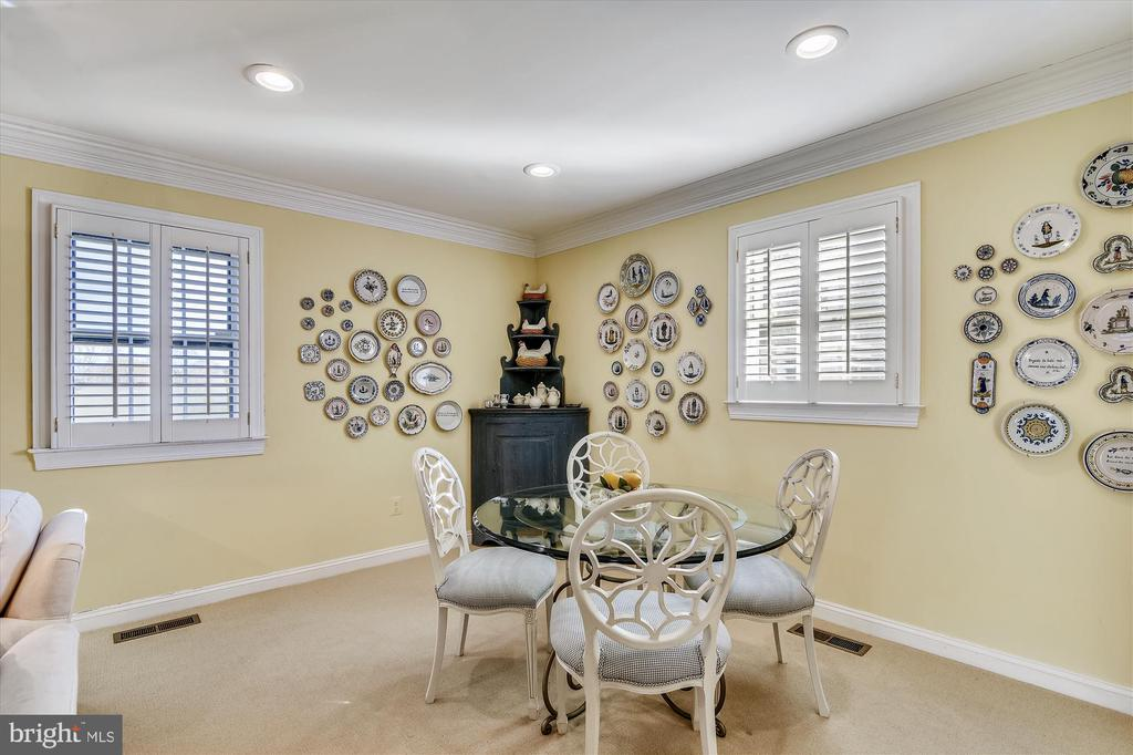 Guest house breakfast nook - 22956 CARTERS FARM LN, MIDDLEBURG
