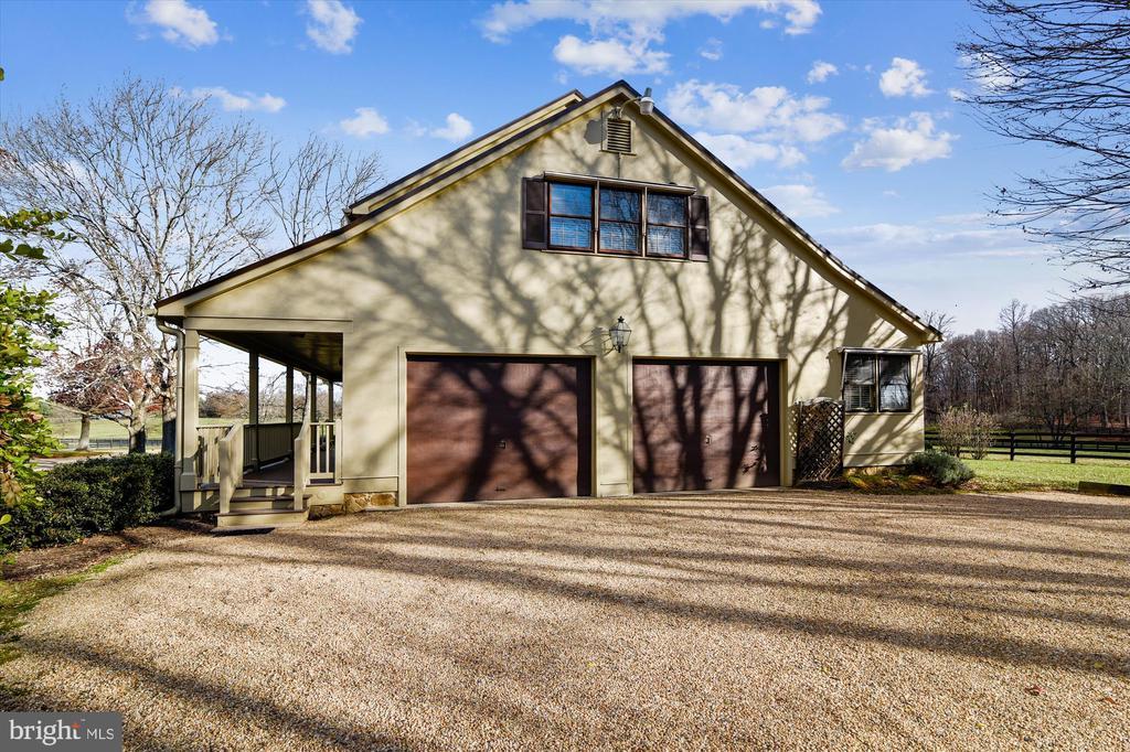 Guest house garage - 22956 CARTERS FARM LN, MIDDLEBURG