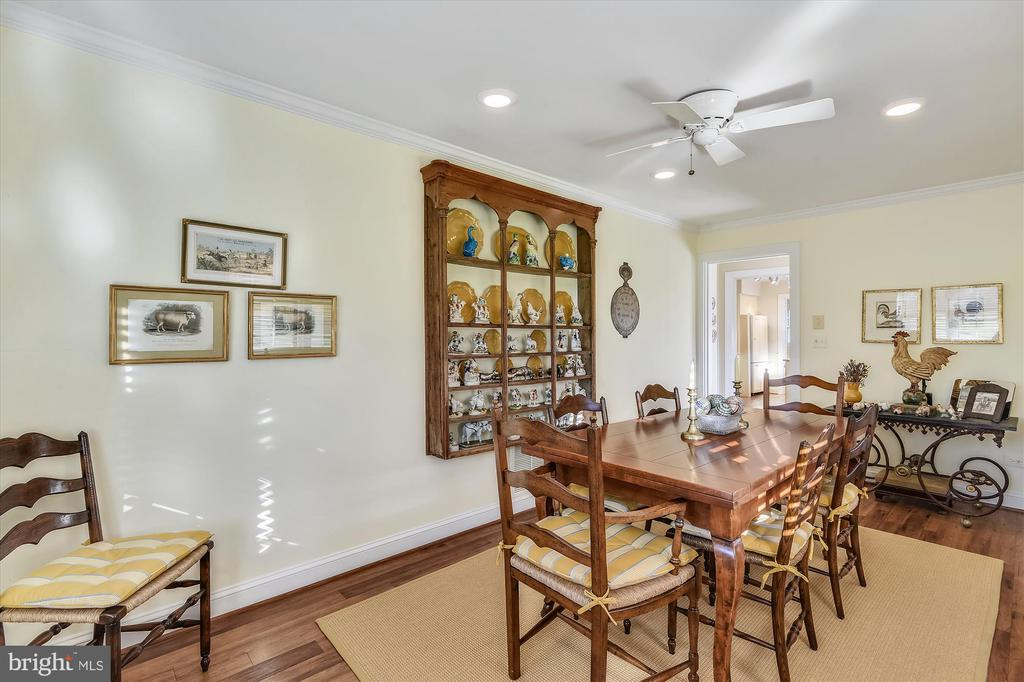 Guest house dining room - 22956 CARTERS FARM LN, MIDDLEBURG