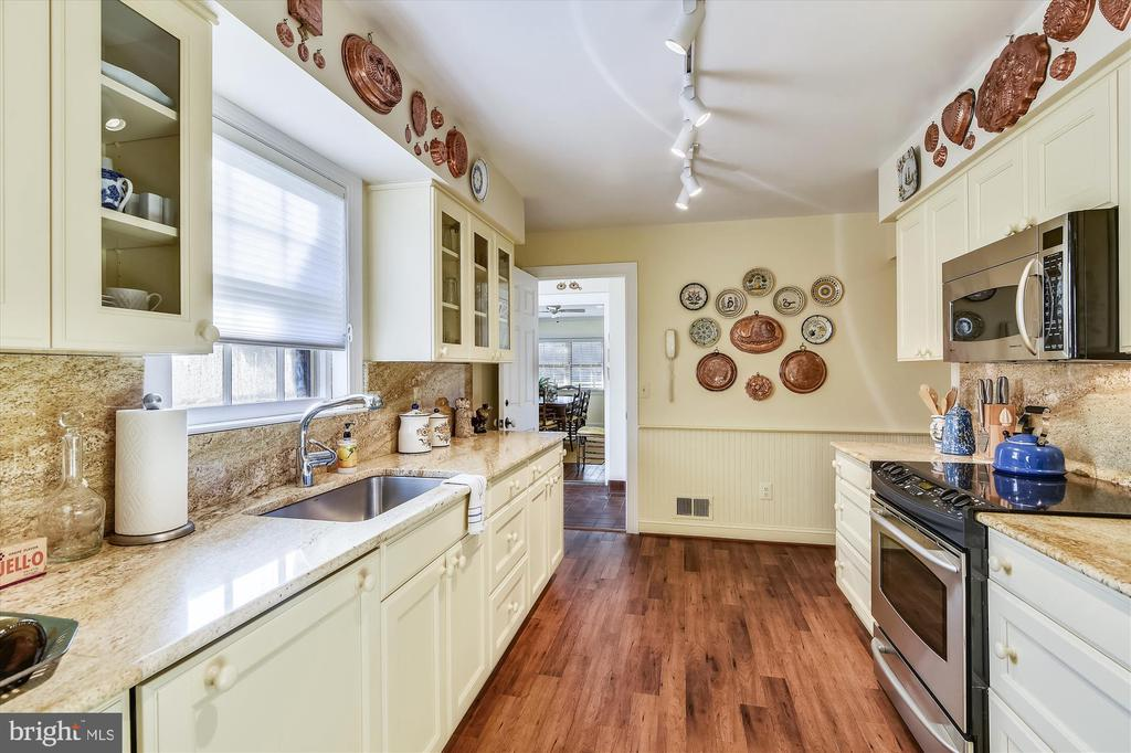 Guest house kitchen - 22956 CARTERS FARM LN, MIDDLEBURG