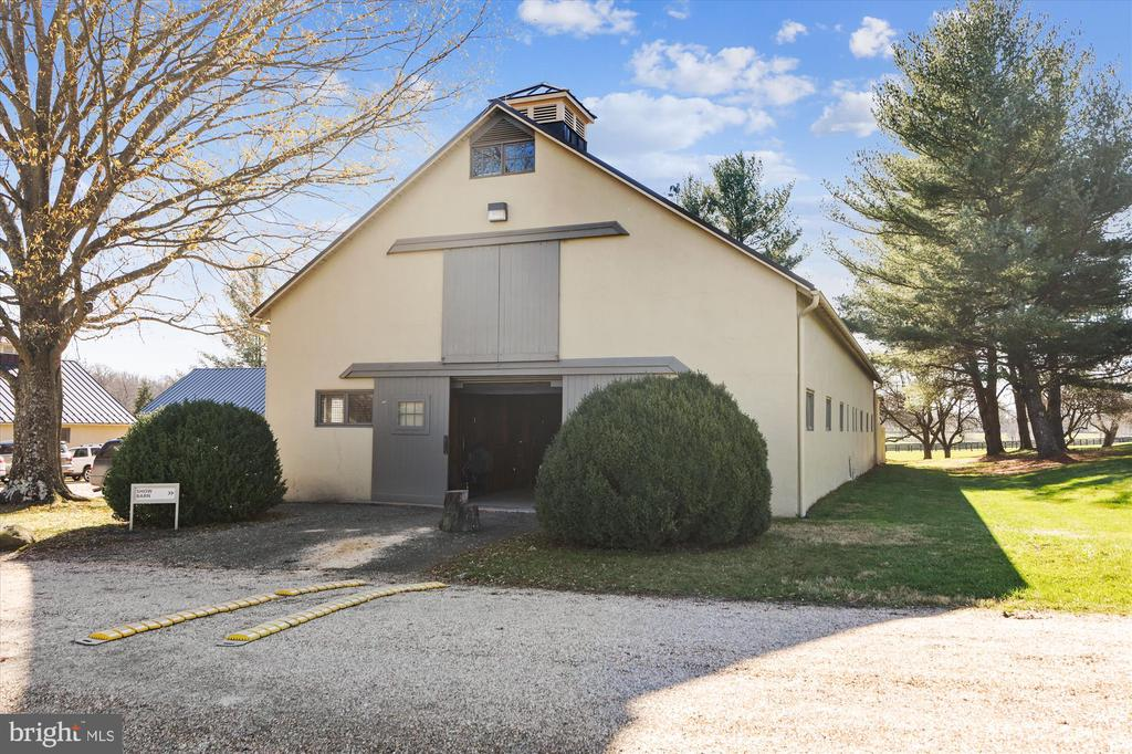 show barn - 22956 CARTERS FARM LN, MIDDLEBURG