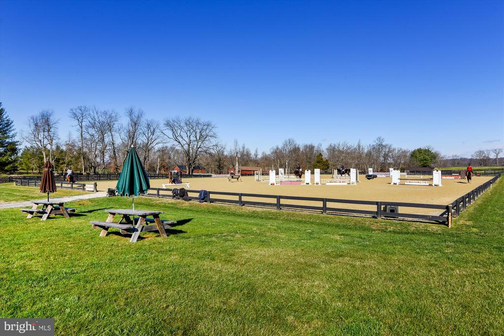 outdoor arena - 22956 CARTERS FARM LN, MIDDLEBURG