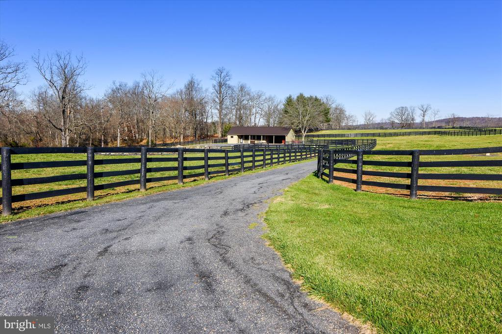 steeplechase barn - 22956 CARTERS FARM LN, MIDDLEBURG
