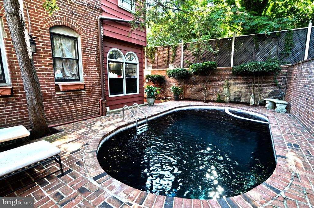 Photo of Pool when uncovered - 330 A ST SE, WASHINGTON