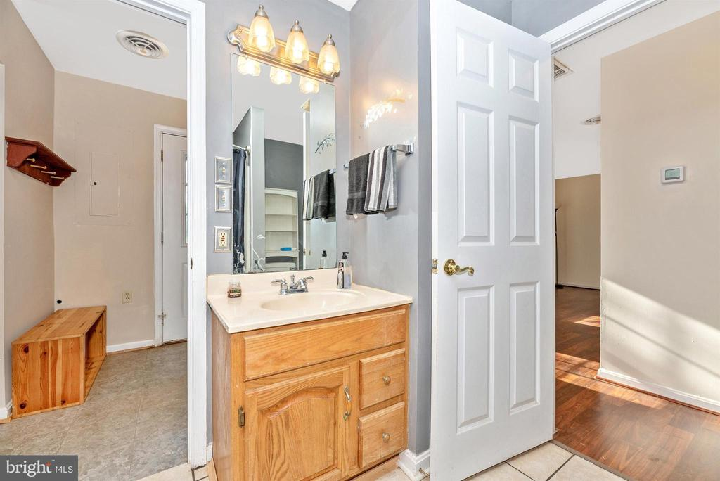 Full Bathroom Main Level - 14702 OAK ORCHARD RD, NEW WINDSOR