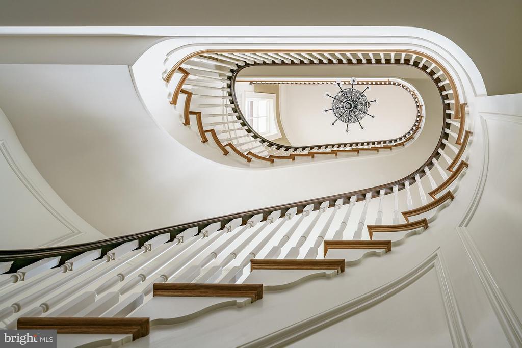Architectural precision - 7979 E BOULEVARD DR, ALEXANDRIA