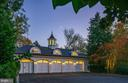 Carriage house restored to original beauty - 7979 E BOULEVARD DR, ALEXANDRIA