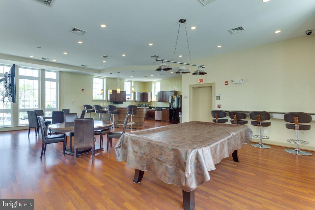 Community Clubhouse - 4133 S FOUR MILE RUN DR #D, ARLINGTON