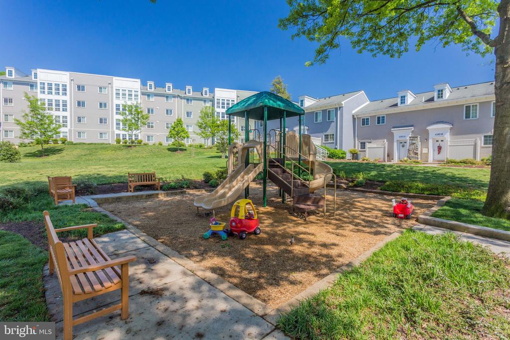 Community Playground - 4133 S FOUR MILE RUN DR #D, ARLINGTON