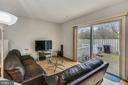 Living room leading to big backyard - 333 RENEAU WAY, HERNDON
