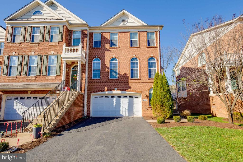 Beautiful EndUnit Townhome in Belmont Country Club - 20087 NORTHVILLE HILLS TER, ASHBURN