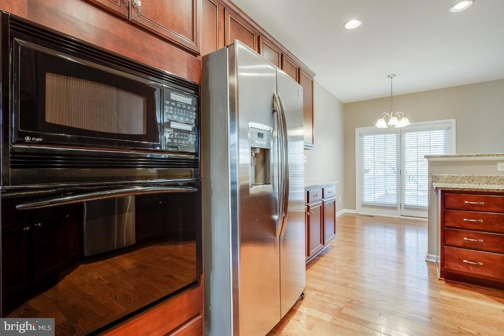 Built-in Microwave and Wall Oven - 20087 NORTHVILLE HILLS TER, ASHBURN