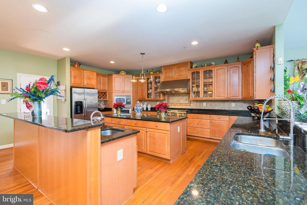 Fully equipped  kitchen with all granite counters - 14215 PUNCH ST, SILVER SPRING