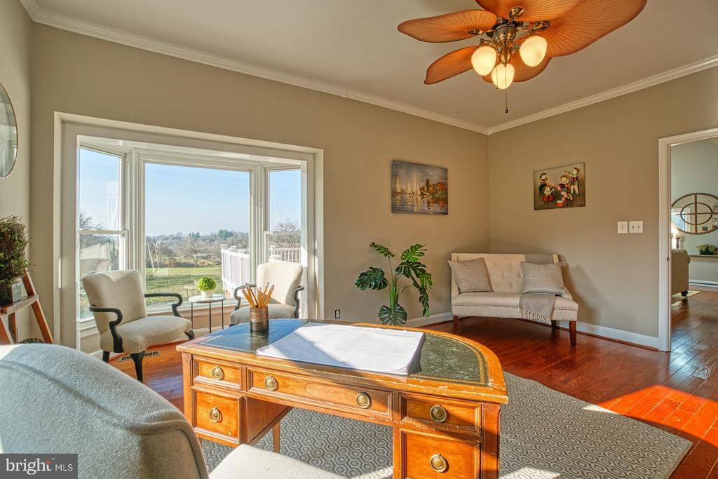 Huge Bay Window, More Views!!! - 18914 SHELBURNE GLEBE RD, LEESBURG