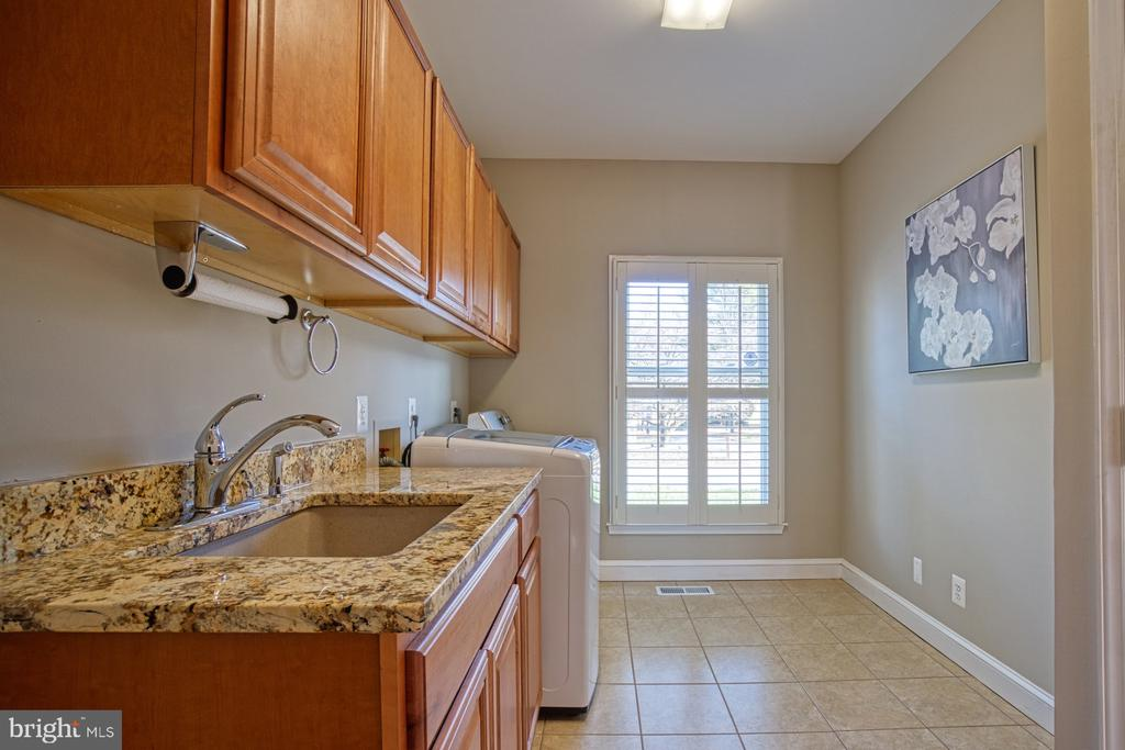 Main Level Laundry Room with Large Closet Space. - 18914 SHELBURNE GLEBE RD, LEESBURG