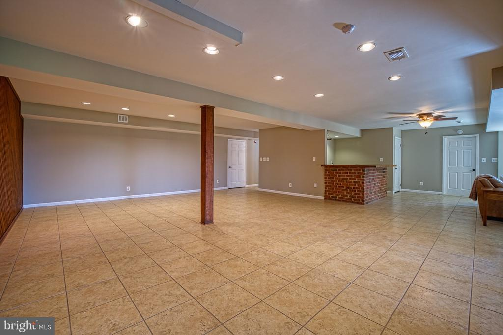 Great Space! - 18914 SHELBURNE GLEBE RD, LEESBURG
