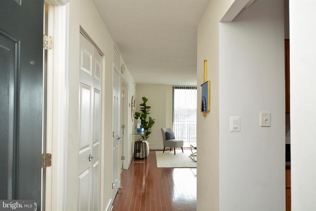 Gleaming wood floors as you enter - 3401 38TH ST NW #705, WASHINGTON