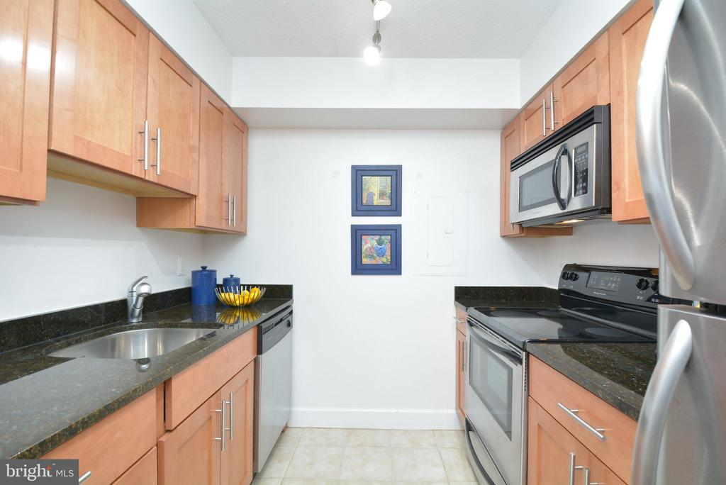 Lots of storage in the kitchen - 3401 38TH ST NW #705, WASHINGTON