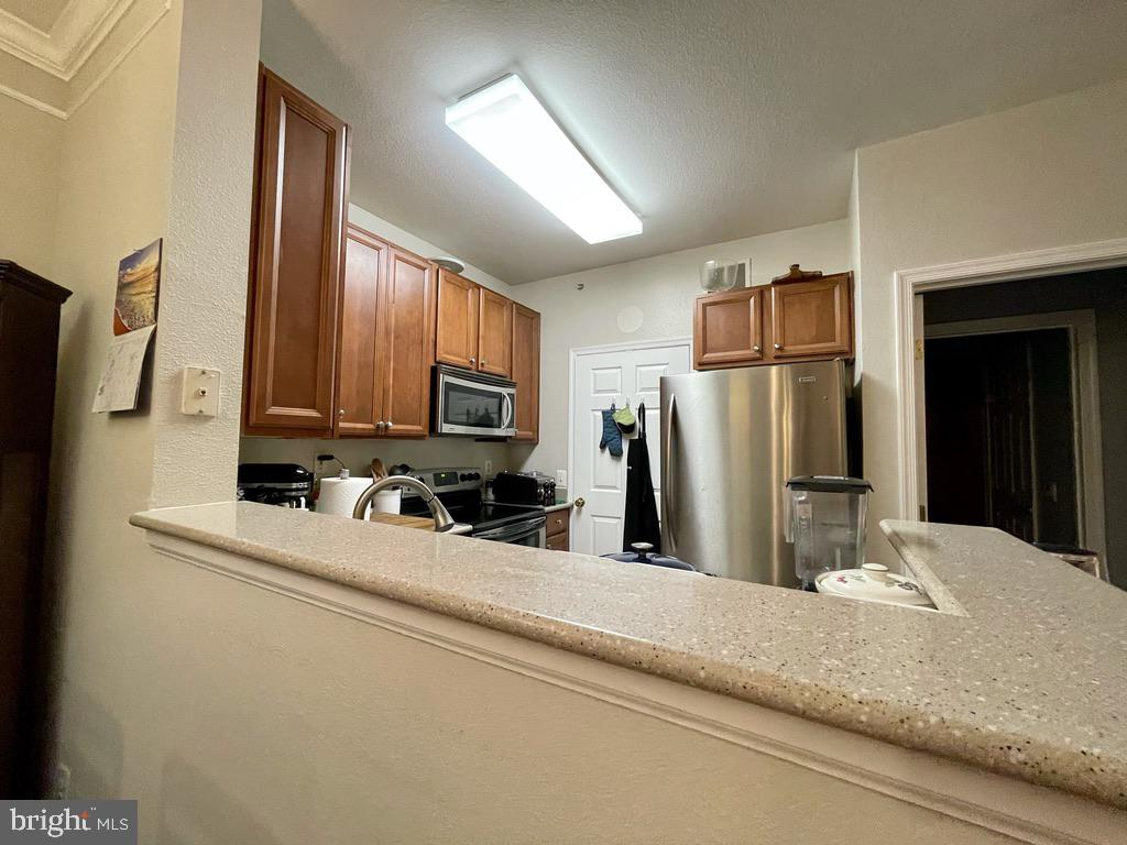 Kitchen has Cherry Cabinets, Stainless Appliances - 1581 SPRING GATE DR #5404, MCLEAN