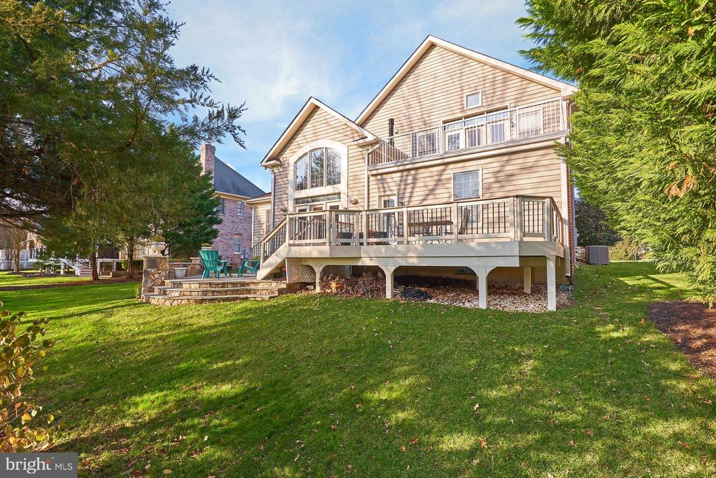 Expansive Decks on BOTH the Main and Upper Levels - 43499 BUTLER PL, LEESBURG