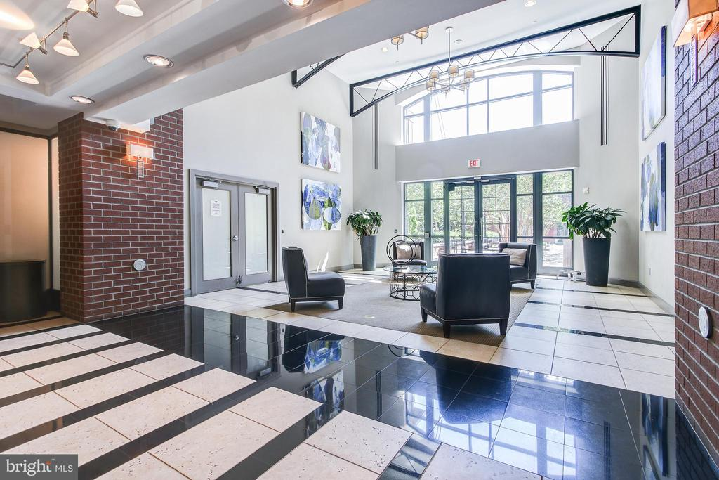 Main Lobby - 1021 N GARFIELD ST #828, ARLINGTON
