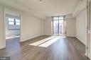 Living Area w/ doors to balcony - 1021 N GARFIELD ST #828, ARLINGTON