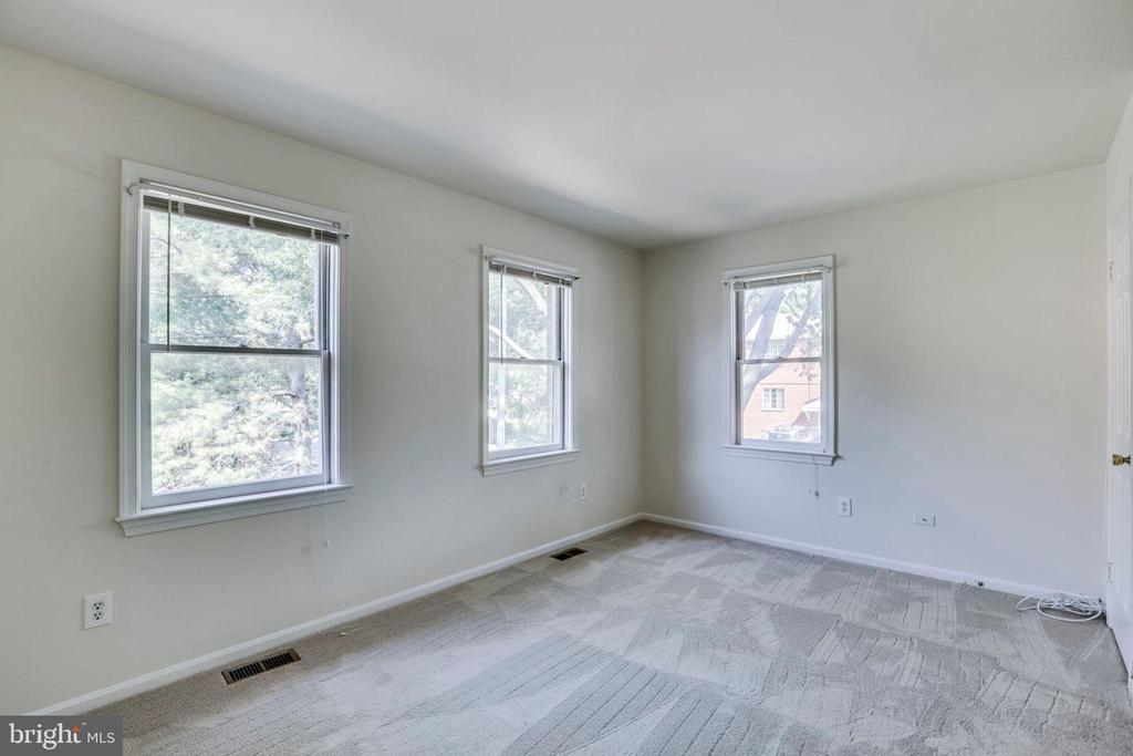 Primary Bedroom and Bath - 1185 N VERNON ST, ARLINGTON