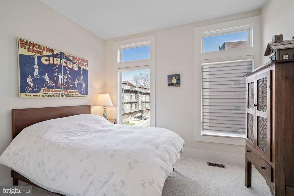 Bedroom #3 - 5204 WILLET BRIDGE CT, BETHESDA