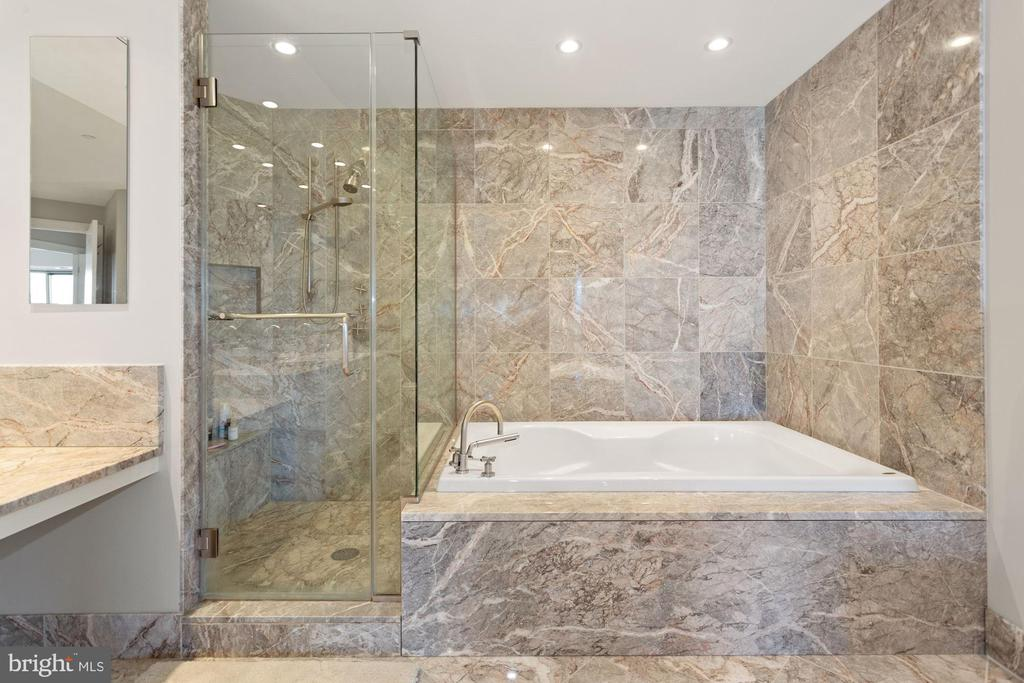 Soaking Tub and Separate Shower - 1881 N NASH ST #1612, ARLINGTON