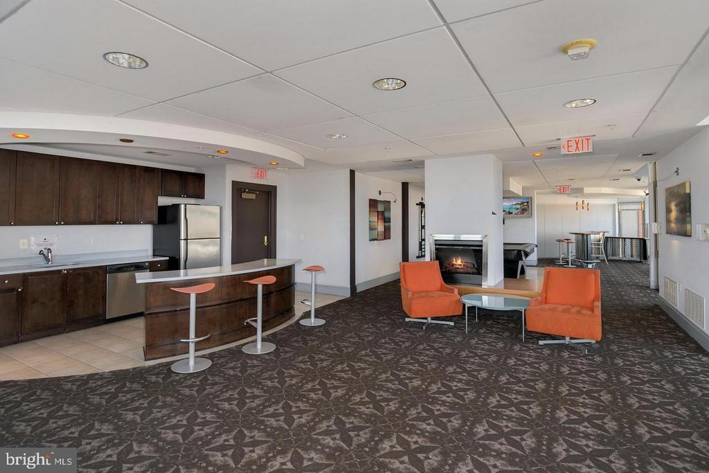 Building Amenities - 3650 S GLEBE RD #464, ARLINGTON